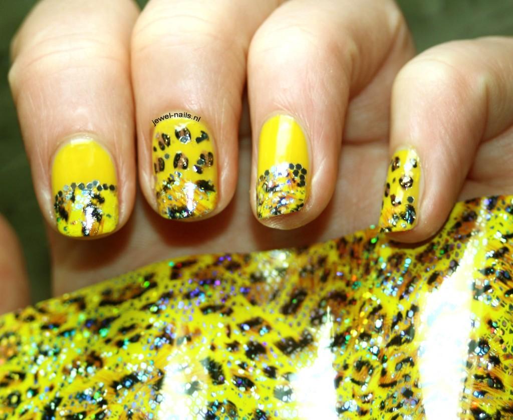 COTM_Jewel-Nails
