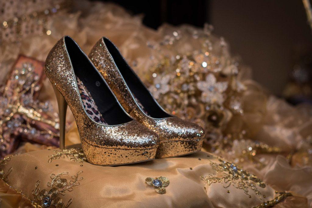 shoes-1468818_1920
